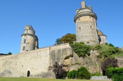 Chateau_d'Apremont_(Vendée)_-_Vue_depuis_le_parc_en_contrebas_1